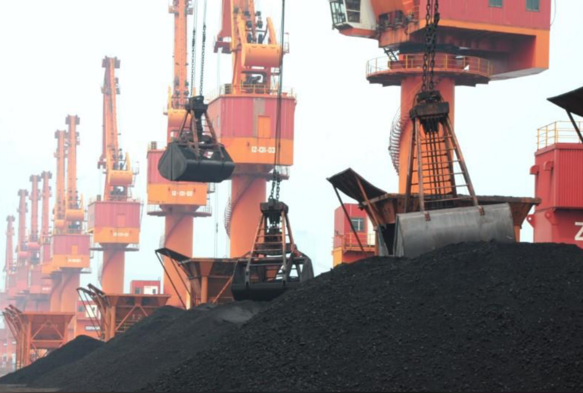 Imported coal is seen lifted by cranes from a coal cargo ship at a port in Lianyungang, Jiangsu province, China July 26, 2018. REUTERS/Stringer