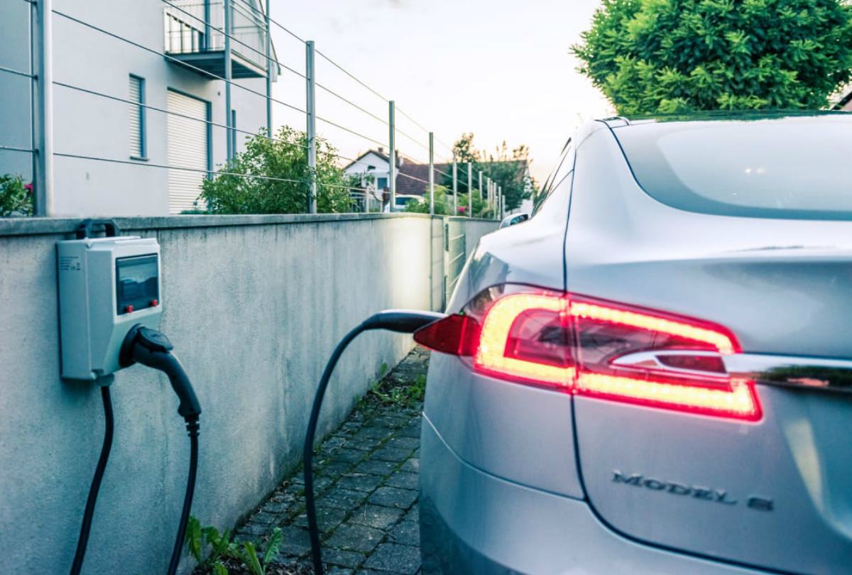 persuasive essays on electric cars or gas cars Electric cars pros and cons - an electric vehicle is an automobile that is propelled by one electric motor or more, using electrical energy stored in batteries or another energy storage device.