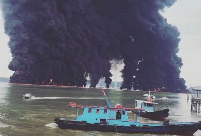 Thick plumes of smoke rise from fires near Balikpapan, Indonesia, on March 31, 2018, following an oil spill.PHOTO: REUTERS