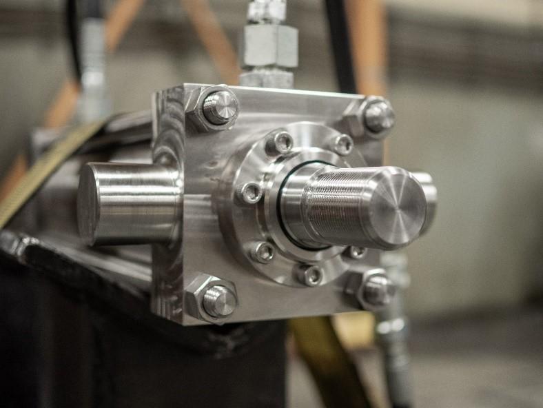 Off-the-Shelf vs Custom Hydraulic Cylinders 1