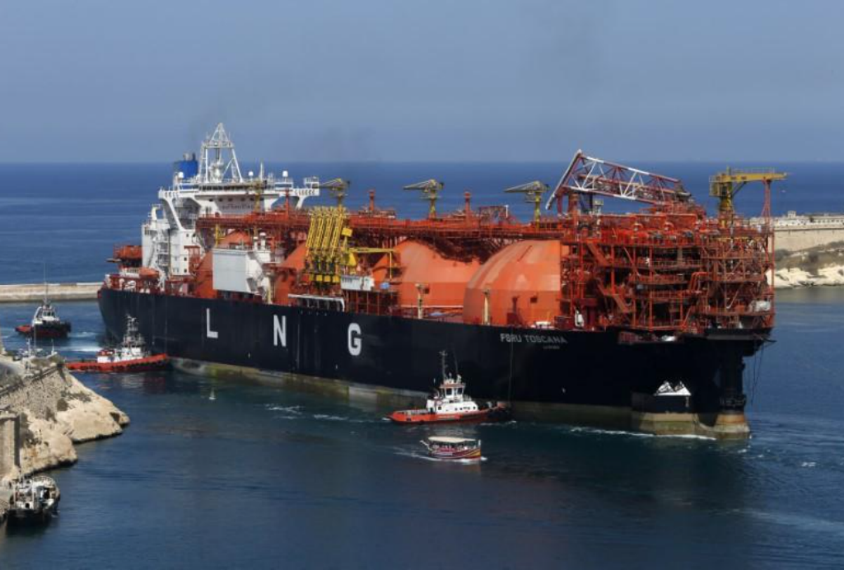 FILE PHOTO - The Offshore LNG regasification terminal, the FSRU Toscana, is towed into Valletta's Grand Harbour July 1, 2013. REUTERS/Darrin Zammit Lupi