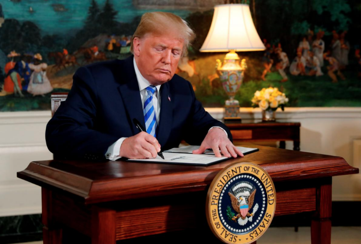 In a May 8 event at the White House, U.S. President Donald Trump signs a proclamation declaring his intention to withdraw from the Iran nuclear agreement. REUTERS/Jonathan Ernst